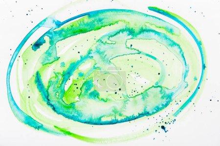 Photo pour Vue de dessus des déversements aquarelles turquoises et verts sur fond blanc - image libre de droit