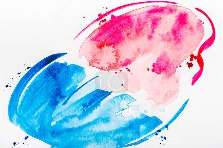 Photo pour Vue de dessus de touches roses et bleues et les déversements sur papier blanc - image libre de droit