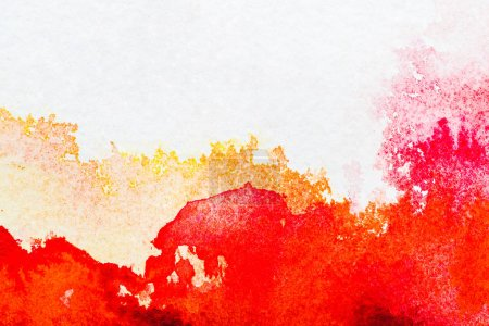 Photo pour Vue de dessus de rouges et orange des déversements aquarelles sur papier blanc - image libre de droit