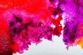 """Постер, картина, фотообои """"вид сверху, розовый, фиолетовый и красный акварель разливов на белой бумаге"""""""