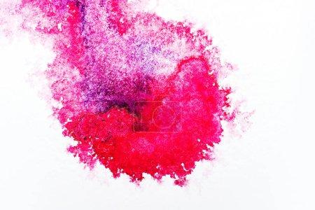 Photo pour Vue de dessus du déversement d'aquarelle rose sur fond blanc - image libre de droit