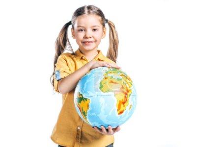 Foto de Adorable niño sonriente sosteniendo globo aislado en concepto de día de tierra blanca, - Imagen libre de derechos