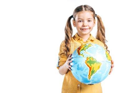 Photo pour Mignon enfant souriant tenant globe isolé sur blanc, notion de jour de la terre - image libre de droit
