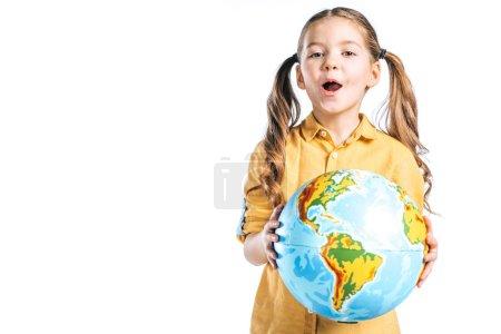 Photo pour Incroyable enfant tenant globe isolé sur blanc, notion de jour de la terre - image libre de droit