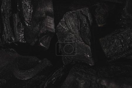 Foto de Dark black background of textured charcoal with copy space - Imagen libre de derechos
