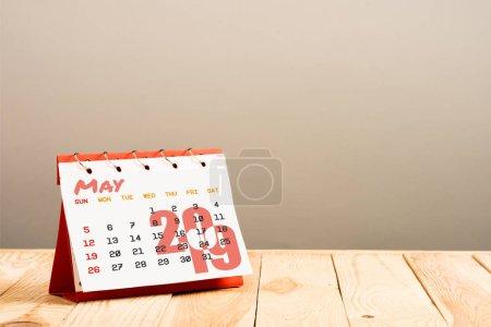 Photo pour Calendrier avec mai 2019 page isolée sur beige avec espace copie - image libre de droit