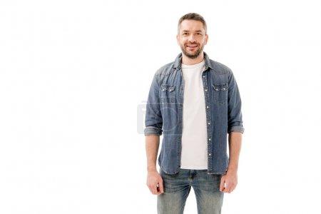 Photo pour Vue de face de l'homme barbu souriant en chemise denim isolé sur blanc - image libre de droit
