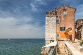 """Постер, картина, фотообои """"Исторических зданий на побережье города Ровинь город на Адриатическом море, один из основных туристических достопримечательностей на полуострове Истрия в Хорватии, Европа."""""""
