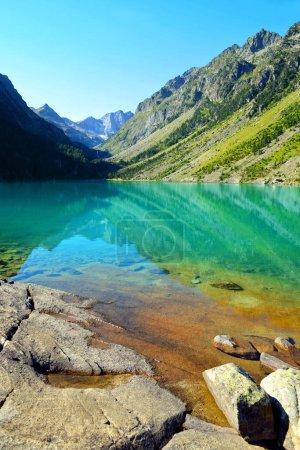 Photo pour Lac de Gaube avec mont Vignemale en toile de fond.Pyrénées, France . - image libre de droit