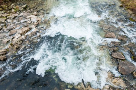 Photo pour Eau qui descend un petit ruisseau de la Savoie française . - image libre de droit