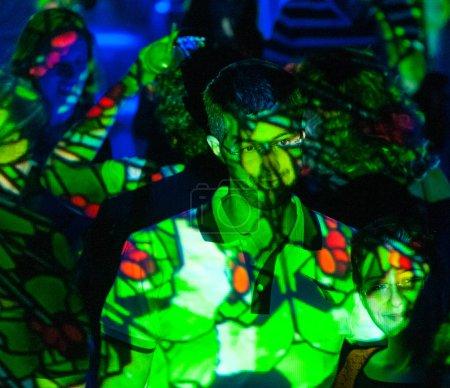 Photo pour Jérusalem, Israël. Le 8 juin 2013. Gros plan des personnes qui assistent au Festival de la Lumière à Jérusalem . - image libre de droit