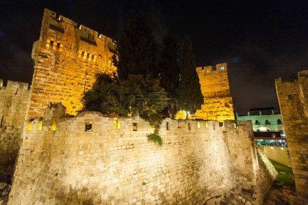 Photo pour Jérusalem, Israël. 9 juin 2013. Gros plan des personnes qui assistent au Festival de la Lumière à Jérusalem . - image libre de droit