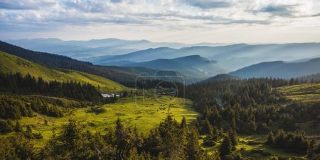 Photo pour Beau lever de soleil dans les montagnes des Carpates. photographie de paysage - image libre de droit