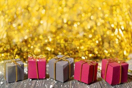 Photo pour Coffrets cadeaux de Noël. Espace de copie . - image libre de droit