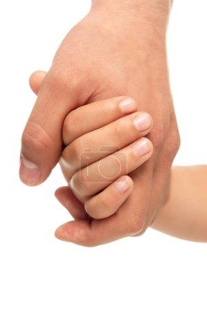 Photo pour Vue recadrée du père et de la fille tenant les mains isolées sur blanc - image libre de droit