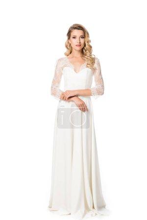 Photo pour Jeune mariée en robe de mariée en regardant caméra isolé sur blanc - image libre de droit