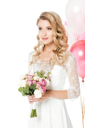 belle jeune mariée avec bouquet de mariée et de ballons à air chaud isolés sur blanc