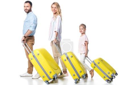 Photo pour Vue latérale de la famille avec sacs de voyage jaunes isolés sur blanc - image libre de droit