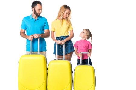 Photo pour Parents avec des sacs de voyage jaunes regardant fille isolée sur blanc - image libre de droit