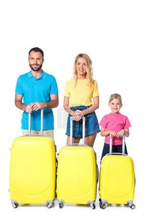Lächelnde Familie mit Reisetaschen auf weißem Grund