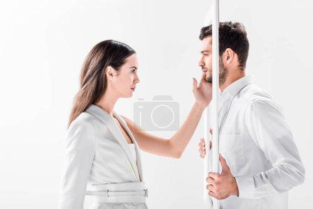 Foto de Hermosa mujer tocando hombre con marco aislado en blanco - Imagen libre de derechos