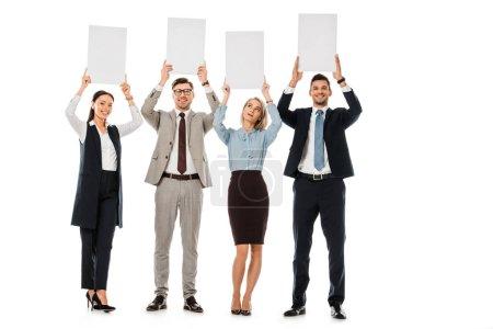 Photo pour Les gens d'affaires souriants tenue de tableaux de vide isolé sur blanc - image libre de droit