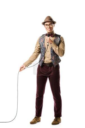 Foto de Hombre mestizo joven elegante cantar en el micrófono aislado en blanco - Imagen libre de derechos