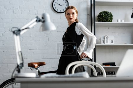 selective focus of businesswoman in formal wear at workplace