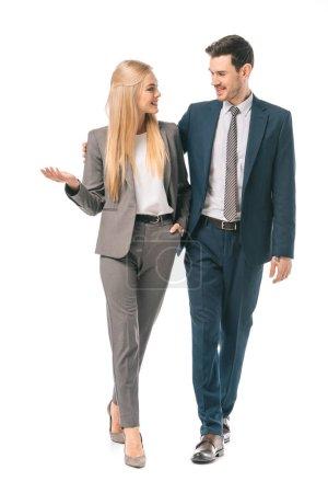 Photo pour Gens d'affaires souriants succès posant en costume isolé sur blanc - image libre de droit