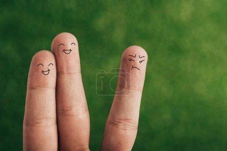 Foto de Vista recortada de dedos felizes y satisfecho en verde - Imagen libre de derechos