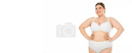 Foto de Sonriente mujer con sobrepeso en ropa interior posando con las manos en las caderas, concepto de positividad de cuerpo - Imagen libre de derechos