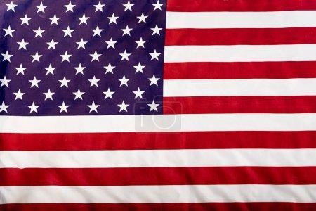Photo pour Fermez-vous vers le haut du drapeau national des USA avec des étoiles et des rayures - image libre de droit