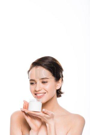Photo pour Jolie fille tenant conteneur avec crème cosmétique et sourire isolé sur blanc - image libre de droit
