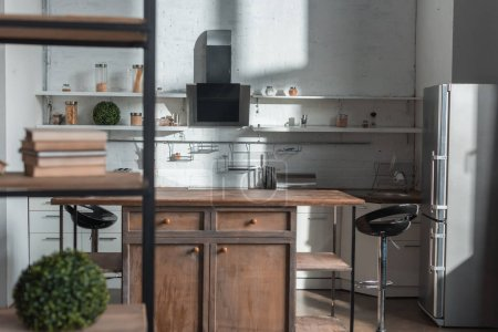 Foto de Sunlight in modern kitchen with wooden table chairs and fridge - Imagen libre de derechos