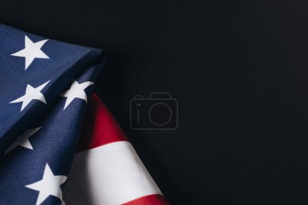 Photo pour United states of america national flag isolated on black, memorial day concept - image libre de droit