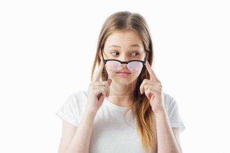 Photo pour Adolescent fille toucher lunettes et regarder loin isolé sur blanc - image libre de droit