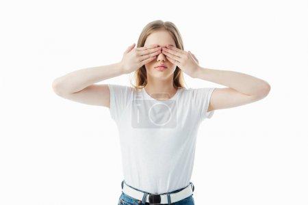 Photo pour Adolescente couvrant des yeux avec des mains d'isolement sur le blanc avec l'espace de copie - image libre de droit