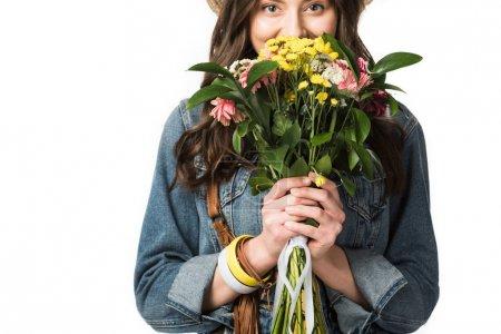Photo pour Vue de face de joyeux boho fille renifler fleurs isolé sur blanc - image libre de droit