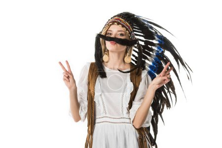 Photo pour Pretty boho girl in indian headdress showing peace signs isolated on white - image libre de droit