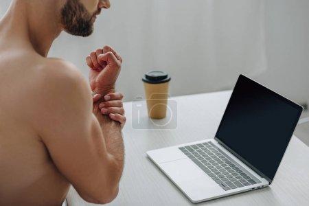 Foto de Cropped view of man showing his hand in front of laptop - Imagen libre de derechos