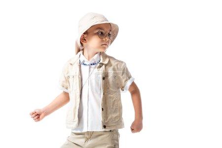 Photo pour Curieux explorateur gosse dans lunettes regardant loin isolé sur blanc - image libre de droit
