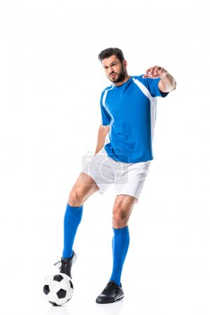 Photo pour Entraînement de joueur de football avec ballon isolé sur blanc - image libre de droit