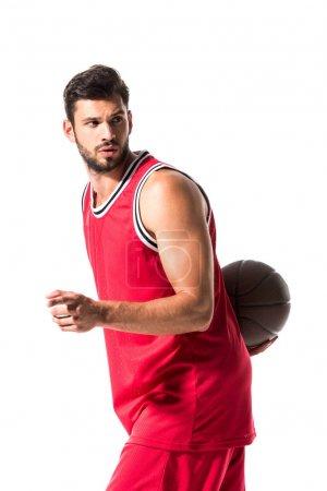 Photo pour Joueur de basket-ball beau avec la bille d'isolement sur le blanc - image libre de droit