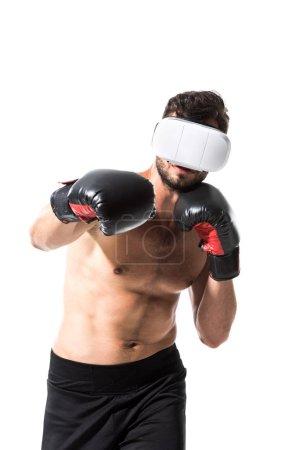 Photo pour Boxer torse nu dans la réalité virtuelle casque de boxe isolated On White - image libre de droit