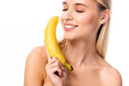 Foto de Hermosa mujer desnuda sonriente con plátano y los ojos cerrados aislados en blanco - Imagen libre de derechos