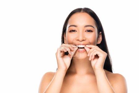 Photo pour Belle femme asiatique de sourire affichant des dents d'isolement sur le blanc - image libre de droit