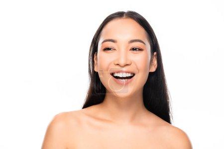 Photo pour Belle femme asiatique riante avec des dents blanches d'isolement sur le blanc - image libre de droit
