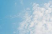 """Постер, картина, фотообои """"голубое небо с белыми пушистыми облаками и копию пространства"""""""