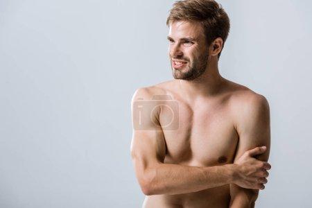 Photo pour Homme musclé torse nu avec douleur dans le bras isolé sur gris - image libre de droit