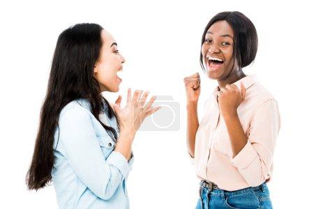 Photo pour Des amis américains asiatiques et africains souriants montrant oui gestes isolés sur blanc - image libre de droit